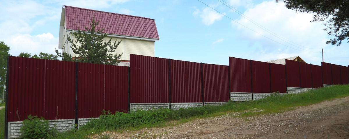 забор с уклоном изображение
